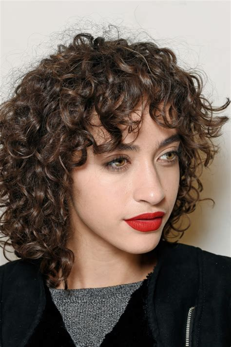 does curly hair look good as a shaggy long crop how to pull off a shag haircut tips and ideas