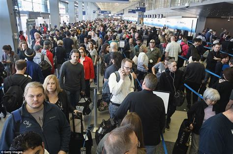 Social Security Office Chicago Hours by 4 000 Chicago O Hare Airport Passengers Queue For 3 Hours