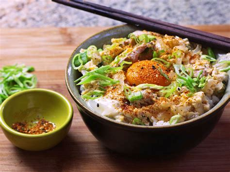 oyakodon japanese chicken  egg rice bowl recipe