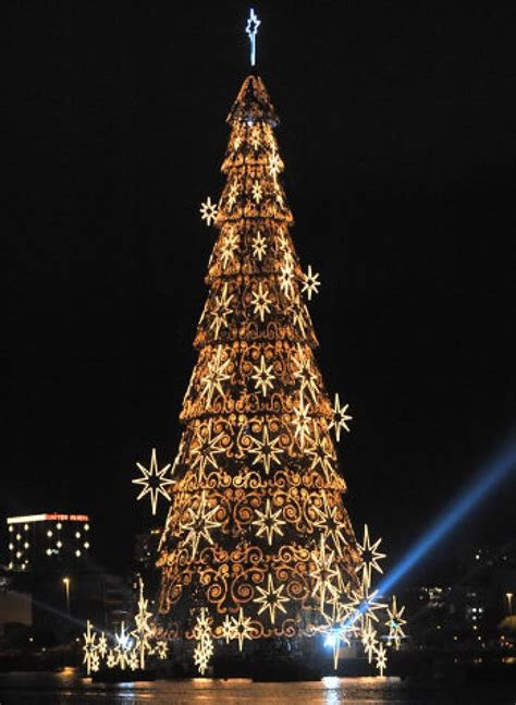 christmas trees around the world slide 11 ny daily news