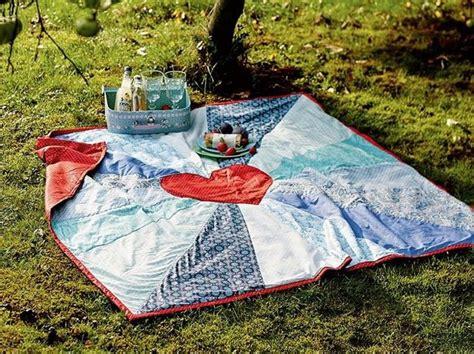 Decke Nähen by Diy Anleitung Patchwork Picknickdecke Mit Herz N 228 Hen Via