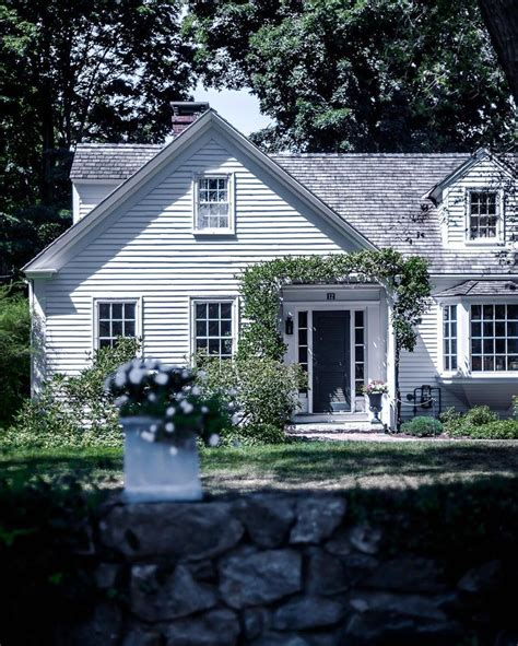 tiny house new england best 25 new england farmhouse ideas on pinterest new