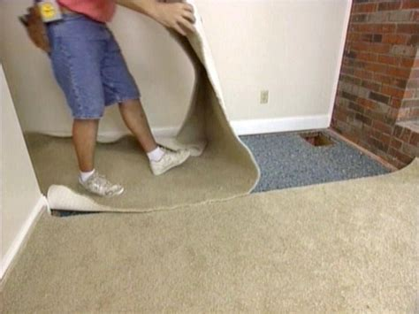 How To Lay A Rug In Living Room by How To Install Wall To Wall Carpet Yourself How Tos Diy
