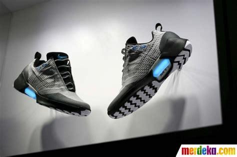 Sepatu Nike Hyperadapt foto ini sepatu keren nike yang bisa ikat tali secara