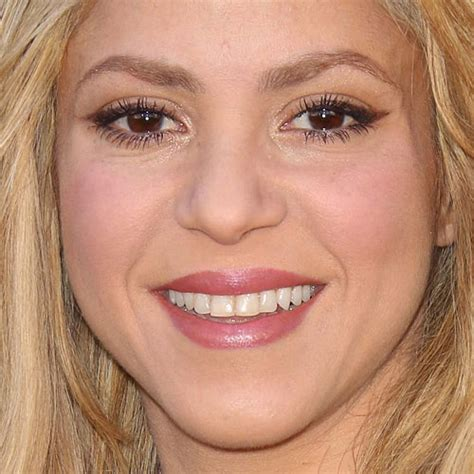 lipstick wore by shakira on commercial shakira s makeup photos products steal her style