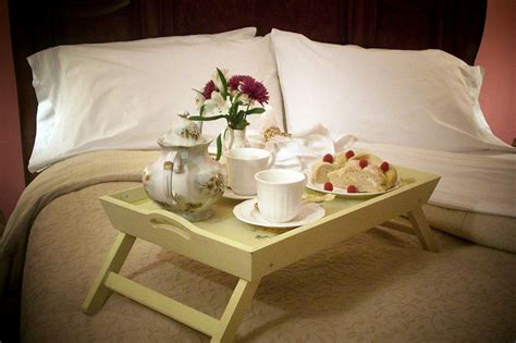 how to be romantic in bed breakfast in bed carolyn flynn