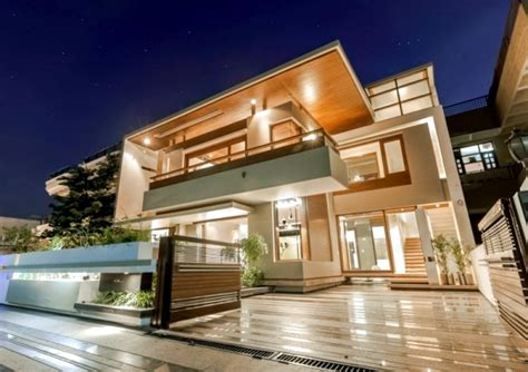 Contemporary Architecture Characteristics Flat Roof House With Yard Contemporary Architecture