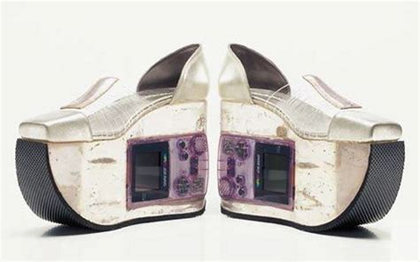 Gameboy Footwear by Shoes Embedded With Working Nintendo Gameboys Technabob