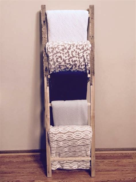 comforter holder rack 25 best ideas about blanket holder on pinterest blanket