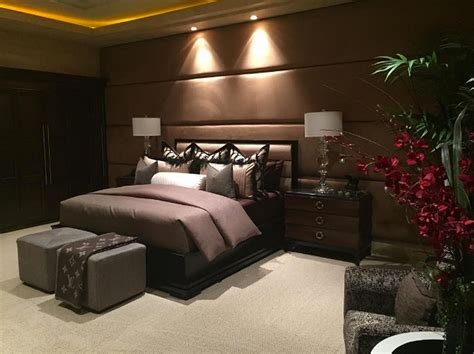 how many bedrooms does a mansion have where does floyd mayweather live take a look inside the