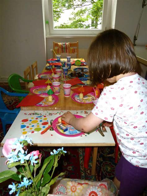 tisch schublade dekorieren kindergeburtstag tisch dekorieren ytti