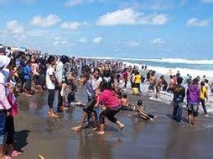 Baju Hijau Pantai Parangtritis jangan pakai baju hijau di pantai ini oleh teguh suprayogi kompasiana
