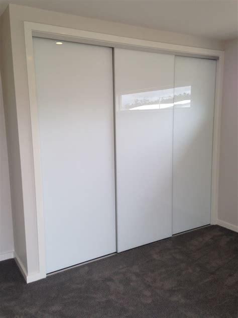 Frameless Wardrobe Doors by Frameless Sliding Wardrobe Doors Jacobhursh