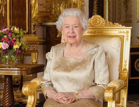 Queen Elizabeth | new portrait of queen elizabeth for canada day people com