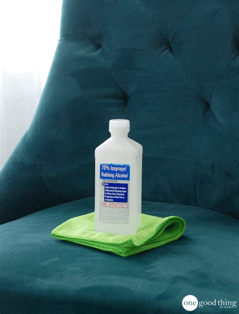 Microfiber Sofa Cleaner by How To Clean A Microfiber The Safe And Easy Way