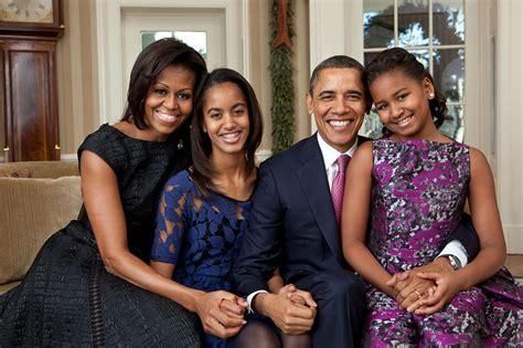 the obama s file barack obama family portrait 2011 jpg wikipedia