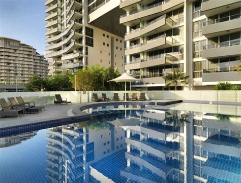 Meriton Appartments meriton serviced apartments broadbeach see 3 659 hotel reviews and 978 photos tripadvisor