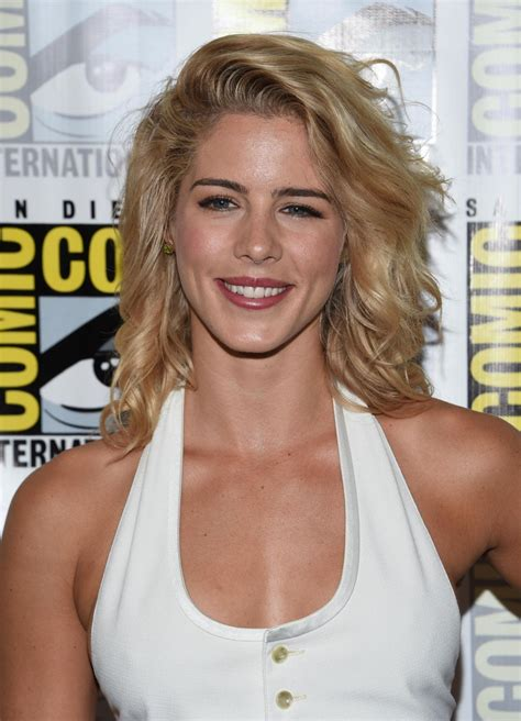 emily bett rickards emily bett rickards at arrow press line at comic con in