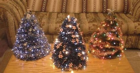 make your own coat hanger christmas tree christmas