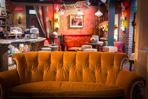central perk couch 1000 images about apartment from friends monica s and