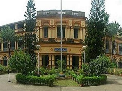 Jadavpur Mba by Jadavpur Varsity Blames Teachers Students For Academic