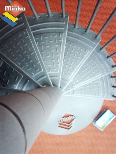 Escalier En Colimaçon by Horloge Murale Avec Des Tasses