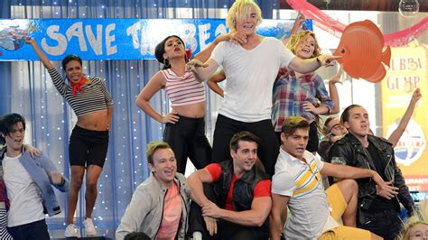 teen beach movie how to do a bee hive hairdo quot teen beach 2 quot cast perfoms quot gotta be me quot on gma youtube