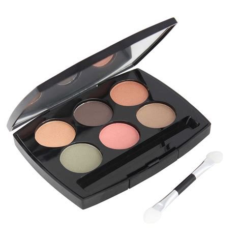 Lakme Absolute Reinvent Illuminating Eye Shadow Palette Gold why eye palettes are one thing you can t do without in