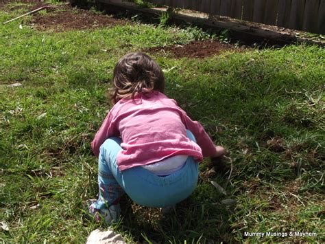 how to a to do potty outside kid outside www imgkid the image kid has it