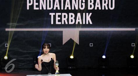 film indonesia yg terbaik raih penghargaan iboma 2017 gisel dapat hadiah dari suami