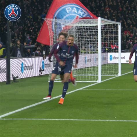 kylian mbappe gif mbappe psg metz gifs get the best gif on giphy