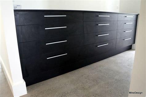 3 sets of 4 drawer cabinet in wardrobe, black melamine board ? Mike Design