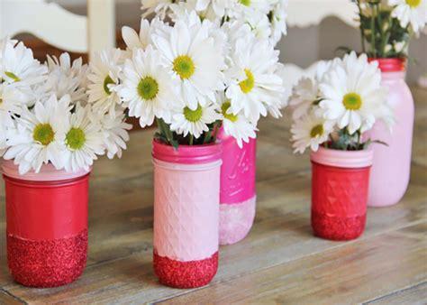 centrotavola fiori fai da te centrotavola fai da te con glitter e barattoli di vetro