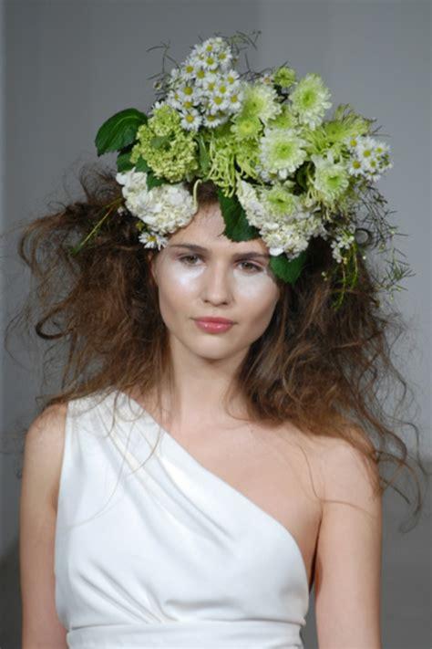 Hochzeitsfrisuren Mit Echten Blumen by Brautfrisuren Mit Blumen Der Nat 252 Rliche Haarschmuck F 252 R