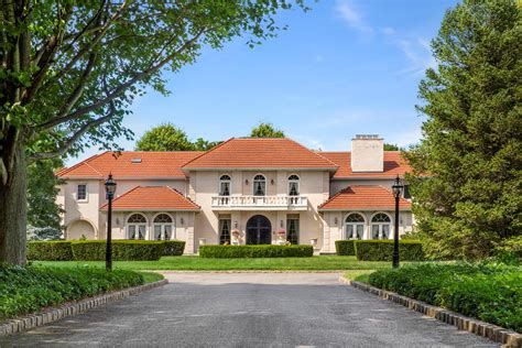 This 16 Acre Old Westbury Compound Lists For 12 9m New New York Cottages