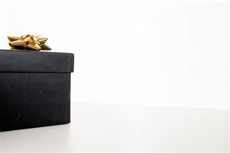 black christmas gift box free stock photo negativespace