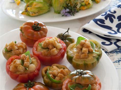 cucinare pomodori come cucinare i pomodori ripieni sale pepe