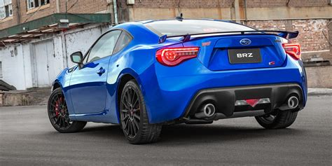 brz subaru 2018 2018 subaru brz pricing and specs photos 1 of 7