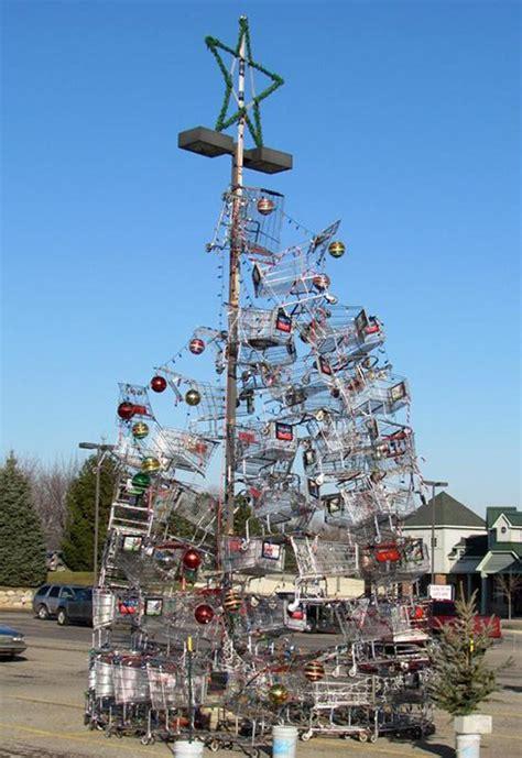 4 species of shopping cart christmas tree beach