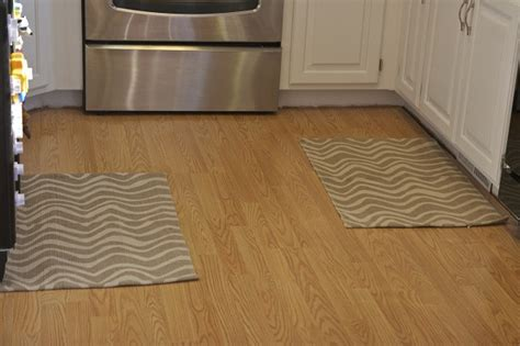 Rug In Kitchen With Hardwood Floor How To Choose The Best Kitchen Rugs For Hardwood Floors Modern Kitchens