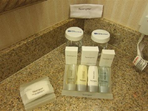 bathroom amenities hilton garden inn carlsbad beach 145 1 8 9 updated