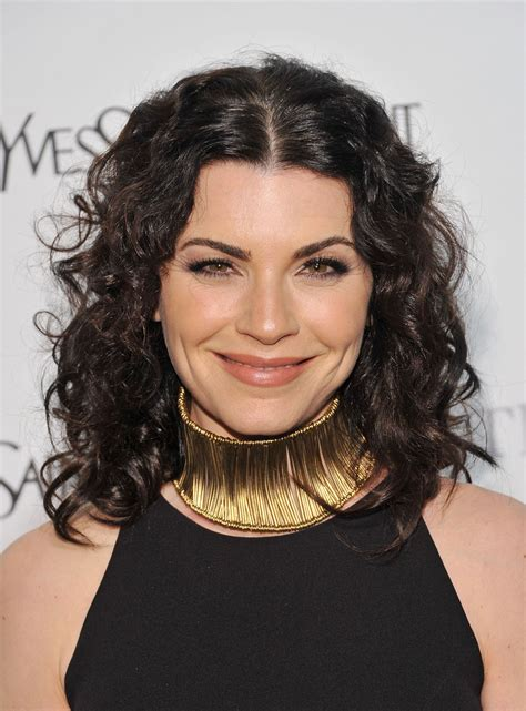 julianna margulies new hair cut julianna margulies gold choker necklace looks stylebistro