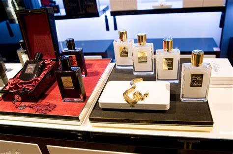 Parfum Intime Femme by 21 Best Plv Parfums Images On Cosmetic Display Display Design And Perfume