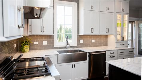 Glass Backsplash For Kitchen by Stylish Transitional Kitchen Design Amp Remodeling Naperville