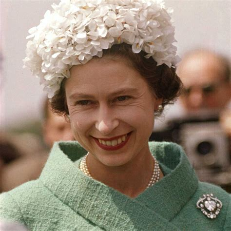 queen s 90 years of style all the queen s brooches the