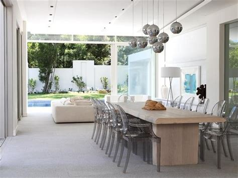 htons contemporary home design decor show spacious modern house with glass walls shows off chic