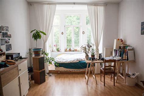 12qm Zimmer Einrichten by Ger 228 Umiges Wg Zimmer Mit Bett Im Erker Und Dadurch Viel