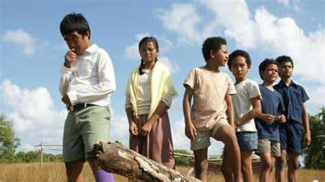 youtube video film laskar pelangi 10 film indonesia yang menunjukkan timpangnya pendidikan