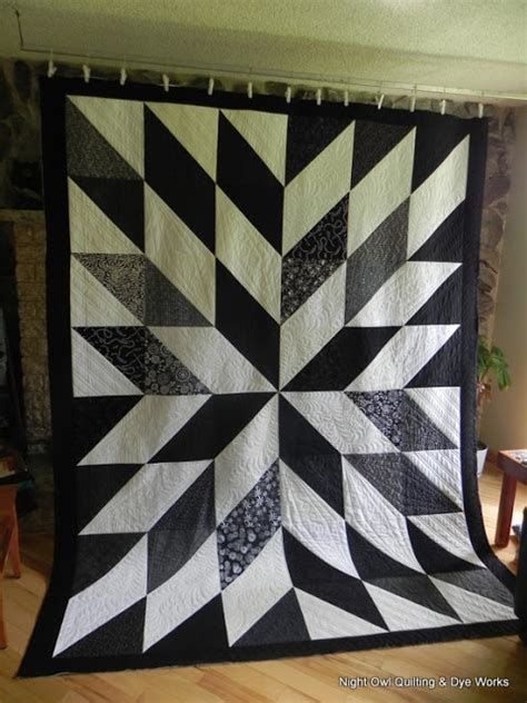 black and white star quilt pattern night owl quilting dye works black and white hst quilt
