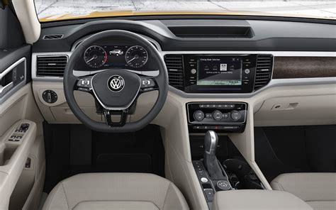 volkswagen atlas r line interior comparison skoda karoq 4 215 4 2018 vs volkswagen atlas